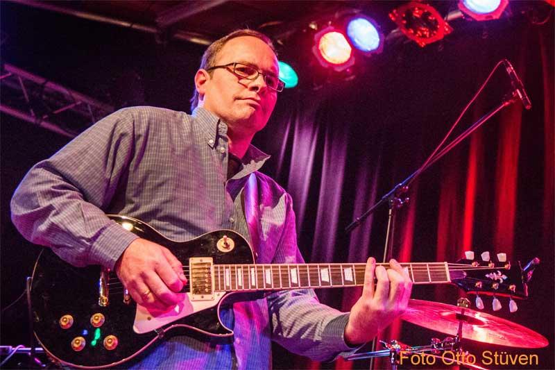 Rockgitarrist Bluesgitarrist Andi Lux live auf Bühne